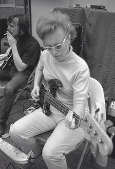 Carol Kaye laying down the bass for The Beach Boys' Pet Sounds 1965 Joe Cocker, Nancy Sinatra, Brian Wilson, The Beach Boys, Carol Kaye, Les Doors, Blue Soul, Fender Precision Bass, Guitar Girl