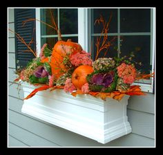 Another inviting fall window box.                          @blushingroseantiques.blogspot.com