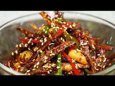 멸치요리[멸치무침~] 멸치볶음 더이상 기름에 볶지말고 무침하세요~매콤바삭한 밑반찬 왕멸치무침! - YouTube Korean Street Food, Korean Food, Banchan Recipe, Asian Recipes, Ethnic Recipes, Food Items, Food Plating, Kung Pao Chicken, Japchae