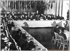 """في يوليو عام 1944 م أجتمع ممثلو 44 دولة في المؤتمر المالي للامم المتحدة الذي عقد في ولاية """" ن... Illuminati, Sante Bio, Global Economy, United Nations, New Hampshire, World War Ii, Great Britain, United States, Culture"""