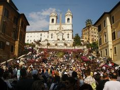 spanish steps crowded in spring by Insider Rome, via Flickr