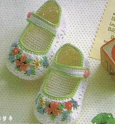 Crochet Baby Booties Pretty shoes with diagrams… Crochet Baby Shoes, Crochet Baby Booties, Crochet Slippers, Love Crochet, Crochet For Kids, Crochet Clothes, Knit Crochet, Crochet Baby Blanket Beginner, Baby Knitting