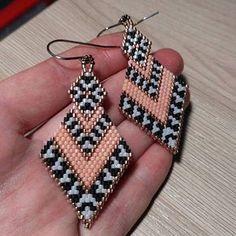 bead weaving patterns for beginners Beaded Earrings Patterns, Seed Bead Earrings, Diy Earrings, Bracelet Patterns, Beading Patterns, Beaded Bracelets, Hoop Earrings, Mosaic Patterns, Loom Patterns
