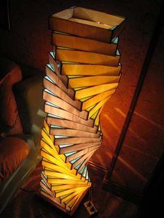Lámpara de pie espiral blanco-amarillo.jpg (450×600)
