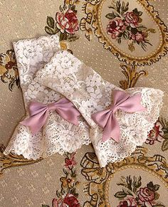 without bow ~ use under ordinary cardigan