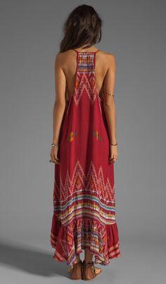 Comprar Indah Leyti High-Low Ruffle Sundress em Red Endek at REVOLVE. Devolução…