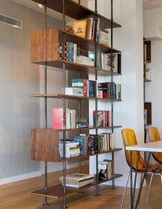 איציק כהן, ג, ספרייה (33) Built In Shelves, Storage Shelves, Modern Interior, Interior Design, Nordic Style, Table Desk, Bookcase, Sweet Home, House Design