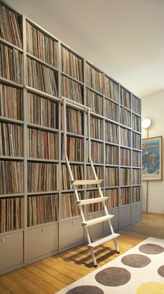(Now that's a record collection!) Hufton + Crow Photography | Clerkenwell apatrment by Ambience Architects