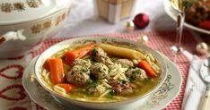 Karácsonykor nagyon sok család asztalán a halászlé a domináns leves - ez nálunk is így van. De vannak akik nem szeret... Hungarian Recipes, Hungarian Food, Thai Red Curry, Cake Recipes, Lunch, Baking, Ethnic Recipes, Soups, Minden
