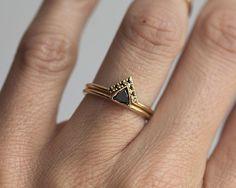 Ensemble de l'anneau de diamant noir belle et délicate. Le prix est pour…