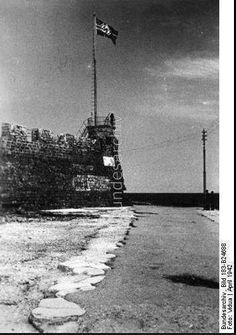 1942. ο αγκυλωτός σταυρός κυματίζει στο φιρκά.. (Babis Fotos)