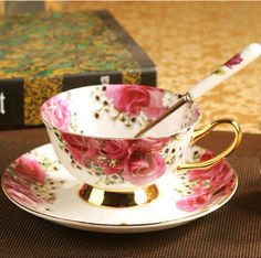 Creative Gift Luxurious Ceramic Set Of Tea Cup And Saucers - England Rose Cheap Tea Cups, Teacup Flowers, Chocolate Cups, Cute Mugs, Creative Gifts, Afternoon Tea, Cup And Saucer, Tea Party, Coffee Cups