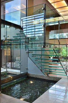 Escada vazada de vidro
