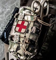This pouch is a game changer, no doubts about it. We've thought of everything that our medical professionals need to keep people alive! Army Medic, Combat Medic, Tactical Medic, Tactical Bag, Fallout New Vegas, Team Fortress 2 Medic, Emergency Response Team, Military Pictures, Police
