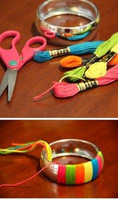 Diy Fabric Jewellery, Fabric Bracelets, Thread Jewellery, Textile Jewelry, Silk Thread Bangles Design, Silk Bangles, Antique Jewellery Designs, Handmade Jewelry Designs, Bracelet Crafts