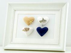 Maritimes Herzbild mit Muschelen und Seestern.   Das Bild wird in liebevoller Handarbeit hergestellt. Die Herzen werden aus Gips selbst gegossen, liebevoll bemalt und beklebt und zu einem Gesamtbild zusammen gefügt. Das Bild eignet sich als schöne Deko, egal in welchem Raum, für Dich oder als Geschenk für einen lieben Menschen zur Hochzeit, Weihnachten, Geburtstag, Jahres- oder Valentinstag.