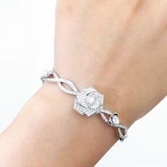 Piaget Rose bracelet in 18K white gold set with 190 brilliant-cut diamonds (approx. 1.32 ct).