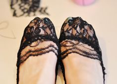 DIY a pair of these pretty lace socks and give your old shoes, heels, & flats an entirely new look! Diy Clothing, Sewing Clothes, Diy Lace Socks, Rocker Girl, Old Shoes, Dress Making Patterns, Diy Couture, Lace Inset, Diy Fashion