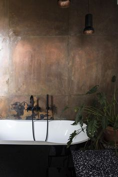 Black and white Bathroom with copper wall // Plants// Black dornbracht tara fauc. - Black and white Bathroom with copper wall // Plants// Black dornbracht tara faucets -