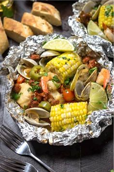 50+ best foil packet dinner recipe ideas Tin Foil Dinners, Foil Packet Dinners, Foil Pack Meals, Foil Packets, Grilling Recipes, Fish Recipes, Seafood Recipes, Dinner Recipes, Cooking Recipes
