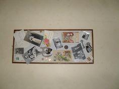 Taulunkehykset 60-luvulta. Tein sisarelleni ja veljelleni tälläiset taulut joululahjoiksi. Muistoja lapsuudesta, vanhemmista ja oma perhe 60-luvulla + oma lapsuudenkuva. Kortit olivat vanhempiemme kihla ja hääkortteja v.1945.. Lisänä erilaista rekvisiittaa lusikoita, piparimuotteja, avaimia, vanhoja rahoja ym... (Kuva valitettavasti poikkipäin kun suoran oli mittasuhteet aivan vinkisinvonksin...mut idea tärkein !)