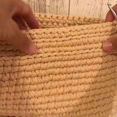 . . . 楕円底フリンジバッグ動画㉒ English description is down below. . . 前の段では上段フリンジのために半周筋編み、半周細編みをしました。このあとは2段細編みをします。 ➳動画㉓へ . 私の編み癖は結構キツめに編む癖があるので、小さめに出来上がります。なので、同じ段数で編んでも、完成サイズがそれぞれ異なると思いますので、大きめに出来上がる可能性が高いかもしれません!サイズ感は少しずつ調整していただければと思います(^^) . . @isozakiyoshiko さんがサイドフリンジクラッチ、四角底小物入れ、丸底マルシェを、 @kinomi716 さんが、ミニポシェットの編み方動画を公開しています(^^) そちらも是非ご覧ください♪ . . Round 19-20: Sc in each st around. . . #ズパゲッティ #zpagetti #monopop #ganxxet #trapart #tshirtyarn #かぎ編み #crochet #instacrochet #howtocrochet #tutoria...