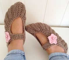 Drops Design, Drops Baby, Knitted Slippers, Knitting Patterns, Skinny Jeans, How To Make, Shoes, Mom, Crafts
