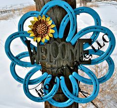 ****This beautiful horseshoe wreath is painted . Item is made from all new horseshoes. Horseshoe Wreath, Horseshoe Crafts, Horseshoe Art, Diy Welding, Metal Welding, Welding Projects, Diy Yard Decor, Welcome Wreath, Metal Flowers