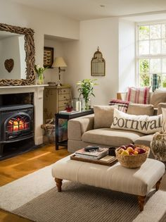 33 Cute Living Room Decorating and Design Ideas - Craft Home Ideas 33 Cute Living Room Decorating and Design Ideas 54 Cute Living Room, Cottage Living Rooms, Cottage Interiors, Living Room Interior, Home And Living, Living Room Decor, Modern Living, Country Cottage Living Room, Cozy Cottage