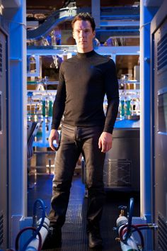 You know, I never really noticed before just how tight Khan's pants are.....mmmmmmmmmmm