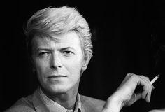 Musiklegende: Der britische Sänger David Bowie ist tot. Er starb am 10. Jänner an Krebs. David Robert Jones, wie David Bowie mit bürgerlichem Namen hieß, war nicht nur Musiker, Sänger und Produzent, sondern auch Schauspieler und Maler. Bowie galt als einer der einflussreichsten Musiker der jüngeren Musikgeschichte und hat mehr als 140 Millionen Tonträger verkauft. Mehr Bilder des Tages auf: http://www.nachrichten.at/nachrichten/bilder_des_tages/ (Bild: EPA)