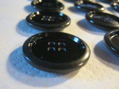 20 Stück Mantelknöpfe 4 Loch Schwarz,Durchmesser ca.29 mm,Neu,Lübecker Knopfmanufaktur von Knopfshop auf Etsy