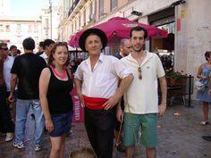 Hombre vestido de cenachero en la feria de Málaga