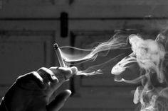 Image de smoke, cigarette, and black and white
