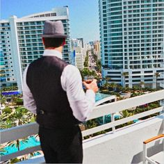 Long before the days of @livmiami the @fontainebleau hosted a different kind of entertainment. Frank Sinatra used to stay perform and film at the #miamibeach hotel  Tag someone to stay here with!