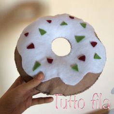 Cuscino ciambella in feltro  Donut Felt pillow Facebook --> tutto fila  Instagram --> tuttofila