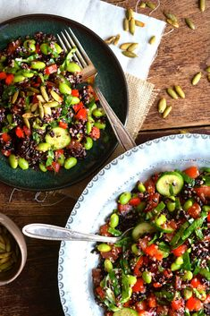 Quninoa, Edamame & Black Rice Salad with Baby Spinach & Toasted Pumpkin Seeds drizzled with Lemon-y Vinaigrette Healthy Salad Recipes, Vegetarian Recipes, Vegetarian Lifestyle, Healthy Dinners, Rice Recipes, Healthy Lifestyle, Black Rice Salad, Healthy Cooking, Healthy Eating