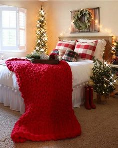 Cozy & Festive Christmas Bedroom Decorations To Keep Up All Holiday Season - Hike n Dip - - Indulge in the holiday spirit by decorating your bedroom. Choose from over 50 cozy & festive Christmas Bedroom decorations perfect for the holiday season. Christmas Bedroom, Farmhouse Christmas Decor, Rustic Christmas, Farmhouse Decor, Modern Farmhouse, Farmhouse Style, Christmas Mantles, Victorian Christmas, Vintage Christmas