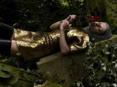 Alexander McQueen au fil des pages http://www.vogue.fr/culture/a-lire/diaporama/alexander-mcqueen-editions-eyrolles-daphne-guinness/12353/image/739003#7