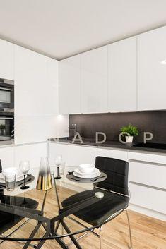 Kuchyně ACRYLIC s akrylátovými dvířky patří k novým trendům ve výrobě moderního nábytku. Conference Room, Table, Furniture, Home Decor, Decoration Home, Room Decor, Tables, Home Furnishings, Home Interior Design