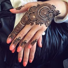 You've got an ocean of henna designs before you, and you can grab your most favorite one. Though it is a small body part, a henna on it looks simple yet elegant. Among all wrist tattoos, henna flower are believed to be the most well-known ones. Henna Hand Designs, Henna Flower Designs, Mehndi Designs Finger, Mehndi Designs 2018, Stylish Mehndi Designs, Mehndi Designs For Girls, Mehndi Designs For Fingers, Mehndi Design Pictures, Beautiful Henna Designs