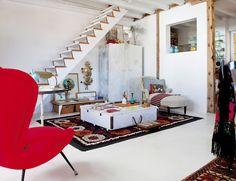 Una casa con alma callejera en Lavapiés - ELLE.ES  A HOUSE WITH SOUL STREET IN LAVAPIES A penthouse on Madrid - ELLE.ES   Small space, decoration idea.
