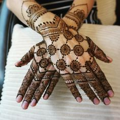 Half Hand Mehndi Designs For Brides & Bridesmaids That Are Simply Whoa! Palm Mehndi Design, Floral Henna Designs, Back Hand Mehndi Designs, Henna Art Designs, Mehndi Designs For Girls, Mehndi Designs For Beginners, Mehndi Designs 2018, Stylish Mehndi Designs, Dulhan Mehndi Designs