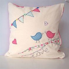 Bird cushion Applique Cushions, Cute Cushions, Felt Applique, Free Motion Embroidery, Hand Embroidery, Machine Embroidery, Bunting Tutorial, Applique Tutorial, Personalised Bunting