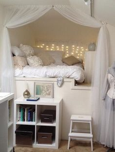 bright white and peaceful - love this cozy space for a dorm or apartment!
