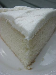 White Almond Wedding Cake Recipe: 1 ounce) package white cake mix 1 cup all-purpose flour 1 cup white sugar teaspoon salt 1 cups water 1 cup sour cream 2 tablespoons vegetable oil 1 teaspoon almond extract 1 teaspoon vanilla extract 4 egg whites Best White Cake Recipe, White Cake Recipes, White Almond Cakes, Almond Wedding Cakes, Wedding Cake Icing, Just Desserts, Dessert Recipes, Gateaux Cake, How Sweet Eats