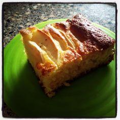 Pour aujourd'hui une recette extra simple de gâteau au yaourt revisitée car sans matière grasse. Un gâteau qui allie donc plaisir et gourmandise ! J'ai choisi de le réaliser avec de la pomme mais laissez libre cours a votre imagination ! Pour les personnes...