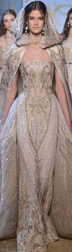 Not the cape, just the dress/hips Elie Saab Haute Couture Fall-Winter absolutely gorgeous Trendy Dresses, Elegant Dresses, Nice Dresses, Fashion Dresses, Formal Dresses, Club Dresses, Fashion Clothes, Haute Couture Paris, Haute Couture Fashion