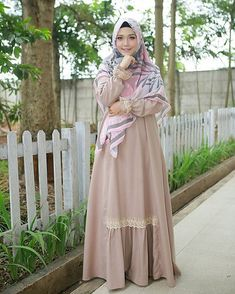 ==Camaattt...ciaanggg😎☀Think positive😍👍===Dress terkiyuuuuuuutttt @mala_hijab Aylaikit😍😍😍🌼🌼🌼💛💛💛===Dont forget to smile 😊� Informasi, Tips dan Foto aneka baju gamis modern terbaru yang lagi trends Casual Hijab Outfit, Hijab Dress, Dress Outfits, Casual Dresses, Abaya Pattern, Muslim Hijab, Abaya Fashion, Indian Designer Wear, Muslim Women