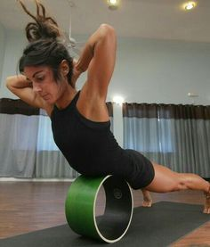 10 Exercises That Make Your Breasts Look Bigger In new evidence that exercise can do ~*mAgIcaL~* things: Certain moves can make your breasts look perkier naturally.So swap your padded bra for exercises designed and demoed by certified fitness trainer Sport, Dharma Yoga, Yoga Moves, Pilates Yoga, Pilates Reformer, Crossfit, Yoga Props, Iyengar Yoga, Ashtanga Yoga